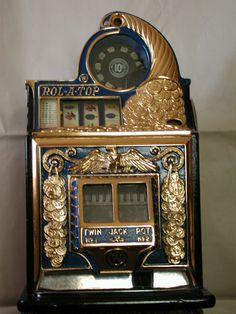 Raku Pottery, Vintage Slot Machines, Portal, Las Vegas, Cars 1, Kids Cars, Design Light, Slot Machine Cake, Slot Car Tracks