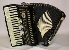 Oh, how I adore the squeeze box.