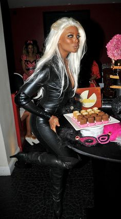 "Eva Marcille, winner of ""America's Next Top Model"", dresses up as Storm from ""X-Men"" as she heads to a pre-Halloween party at Philippe Chows in West Hollywood Storm Halloween Costume, Black Girl Halloween Costume, Storm Costume, Hallowen Costume, Halloween Looks, Couple Halloween Costumes, Halloween Outfits, Storm Cosplay, Halloween Costume For Blondes"