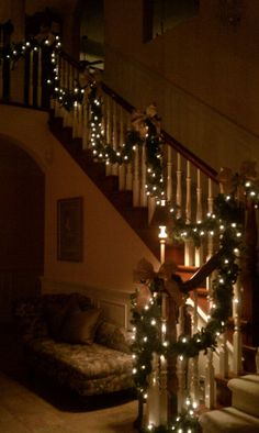 Decorate The Stairs For Christmas – 30 Beautiful Ideas | Do it yourself ideas and projects