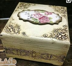 -- Begin Yuzo --><!-- without result -->Related Post White wedding ceremony decor with greenery –. Decoupage Vintage, Decoupage Box, Vintage Crafts, Shabby Vintage, Painted Boxes, Wooden Boxes, Altered Cigar Boxes, Diy And Crafts, Arts And Crafts