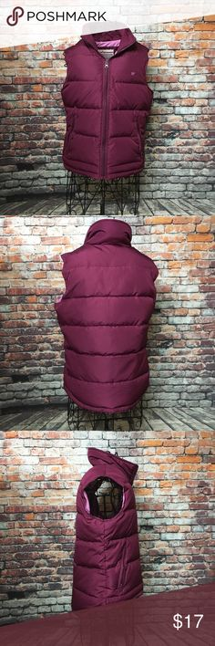 Aeropostale Butterfly Puffer Vest Zipper pockets.    2 inside pockets.    Zipper front Aeropostale Jackets & Coats Vests
