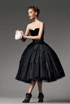34 Classy Halloween Wedding Dress Ideas to Make You Look Stunning - VIs-Wed Classy Halloween Wedding, Halloween Wedding Dresses, Beauty And Fashion, Look Fashion, Fashion Foto, Fashion 2014, 1950s Fashion, Glamour, Beautiful Gowns
