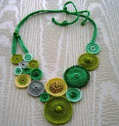 Knitting and Craft Jewelry Samples - Schmuck Freeform Crochet, Bead Crochet, Diy Crochet, Irish Crochet, Crochet Ideas, Beaded Jewelry Patterns, Textile Jewelry, Fabric Jewelry, Flower Jewelry