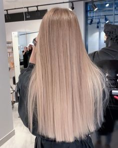 Beige Blonde Hair, Medium Blonde Hair, Blonde Hair Looks, Ashy Blonde, Hairstyles Haircuts, Down Hairstyles, Hair Color Guide, Medium Length Hair With Layers, Silky Smooth Hair