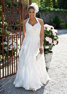 """Yes: """"The perfect destination wedding dress for us curvy ladies"""""""