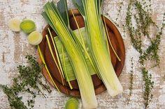 "Veggies, Fruits & Herbs You Can ""Re-Grow"" Potato Leek Soup, Leek Recipes, Vegetarian Recipes, Raw Food Recipes, Vegetable Recipes, Healthy Recipes, Healthy Foods, Prebiotics And Probiotics, Raw Food World"