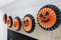 Pumpkin Garland Halloween Decoration Idea | Try out this decoration for your next Halloween party!