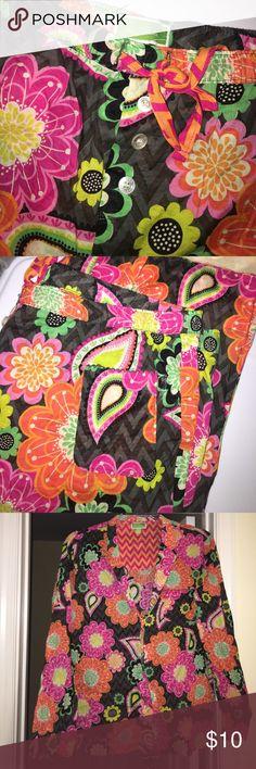 Vera bradley paisley print pajama set LARGE Vera bradley paisley print pajama set LARGE, gently used. No tears/rip. Does fit smaller than a large. Vera Bradley Ziggy Zinnea Pop Art Print Cotton Pajama Set Top and Bottom Vera Bradley Intimates & Sleepwear Pajamas