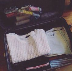 Un astuce simple pour bien plier ses jeans et gagner de la place dans la valise lieux jeans - Plier ses vetements pour gagner de la place ...