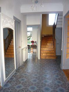 entrée Plus Plus Im Coming Home, Sweet Home Alabama, English House, Style Tile, Stairways, Black House, House Design, Flooring, Interior Design