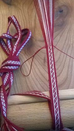 The small Oseberg band woven by Ulla Gerner Lund.  B>> cross_reference the details, see also http://hantverk.blogspot.de/2008/02/brickvvning-oseberg-typ-iv-del-1.html