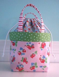 Fabric bag tutorial by Bee In My Bonnet. This is similar to one a friend made for me. Love it!