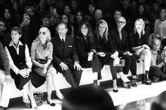 Le premier rang du défilé Gucci http://www.vogue.fr/mode/inspirations/diaporama/journal-de-la-fashion-week-printemps-ete-2014-a-milan-jour-1/15279/image/838839#!14h20-la-redactrice-en-chef-de-vogue-italie-franca-sozzani-la-redatrice-en-chef-de-vogue-paris-emmanuelle-alt-la-redactrice-en-chef-mode-luxe-et-opinions-de-vanity-fair-france-virginie-mouzat-au-premier-rang-du-defile-gucci