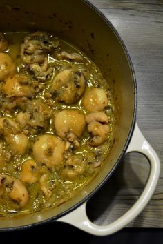 Cuttlefish white onion stewed in the Venetian style-Seppie cipolla bianca in umido alla venete Cuttlefish white onion stewed in the Venetian style - A Food, Good Food, Food And Drink, Seafood Dishes, Fish And Seafood, Cuttlefish Recipes, Meat Recipes, Healthy Recipes, How To Cook Fish