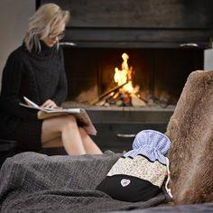 #emosan #Wärmflaschen #SwissCollection #Aalpenschick  #winter #wärme #image #product #photography www.janeski.ch #swissness Adidas Sneakers, Winter, Photography, Shoes, Fashion, Switzerland, Adidas Tennis Wear, Fotografie, Moda