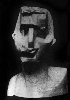 Joseph Csaky, Head (self-portrait), Plaster lost. Photo published in Montjoie, 1914 Cubist Sculpture, Sculpture Head, Plaster Sculpture, Modern Sculpture, Bronze Sculpture, Avant Garde Artists, Georges Braque, Figurative Art, Frankfurt