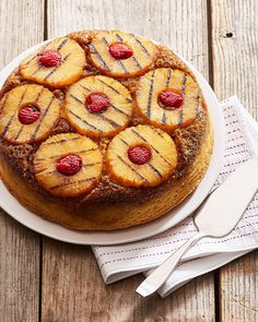 Pineapple upside-down cake classic recipe.