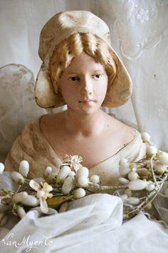 Mooie oude gipsen buste Plaster Sculpture, Sculpture Art, Glass Dolls, Statues, Vintage Mannequin, Wax Flowers, Half Dolls, Doll Repaint, French Decor