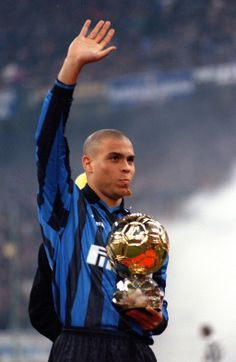 Ronaldo Internazionale with Ballon D'or Football Icon, Football Drills, Best Football Players, Football Stadiums, Soccer Players, Football Soccer, Ronaldo Inter, Ronaldo 9, Soccer World