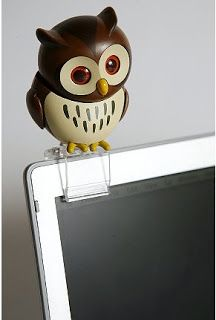 Oh my word - He's so cute! http://www.myowlbarn.com/2009/07/usb-flirting-owl.html
