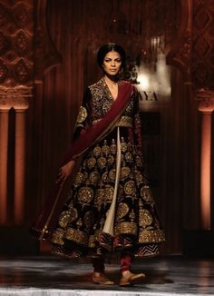 J.J. Valaya, Indian, Indian dress, Indian Bridal, bridal gown, bridal dress, asian, fashion, couture