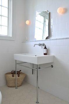 Duravit vero Mary made this . Shower Room, Bathroom Inspiration, Girls Bathroom, House Of Philia, Timeless Bathroom, Downstairs Bathroom, Simple Bathroom, Bathroom Renovations, Bathroom