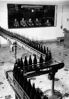 Cave Nicolas. Charenton novembre 1961 |¤ Robert Doisneau | 19 mars 2015 | Atelier Robert Doisneau | Site officiel