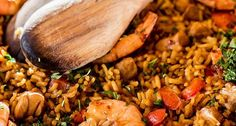 Easy Spanish Paella Recipe – How To Make Paella In 30 Minutes – Melanie Cooks Chicken Paella, Chicken Fajita Soup, Easy Spanish Paella Recipe, Minute Rice Recipes, Traditional Spanish Dishes, Fajitas, Cooking Time, Stuffed Peppers, Meals