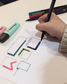 ― Bullet Journal & Studygramさん( 「Subo un vídeo que se ve mejor que el de ayer y os dejo practicando banners! Journal Layout, My Journal, Journal Pages, Bullet Bullet, Bujo Planner, Pretty Notes, School Notes, Scrapbook, Study Notes