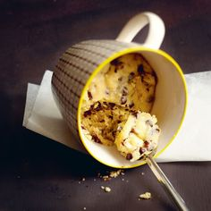 Mug cake cookie for 1 person - Larousse Cuisine Recipes for Her at the Table Easy Mug Cake, Cake Mug, Lemon Mug Cake, Bowl Cake, Gluten Free Mug Cake, Vegan Mug Cakes, Mug Cake Healthy, Microwave Chocolate Mug Cake, Mug Cake Microwave