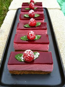 bavarois à la framboise British Baking, Sweet Recipes, Cake Decorating, Raspberry, Food And Drink, Cooking Recipes, Sweets, Chocolate, Fruit