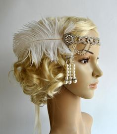Beautiful Vintage Style, Great Gatsby inspirated design - flapper rhinestone and pearls headband. Perfect for a vintage inspired bride, or a 1920s wedding or Great Gatsby party. Lovely clear crystal rhinestone haedband embellished with Art Deco rhinestone brooch with rhinestone and