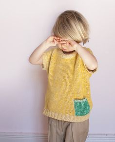 babaà | Cotton jumper with contrast colour pocket for keeping treasures. Mix of undyed 100% Spanish cotton and bright yellow cotton for a nice textile effect. Bat sleeves and open comfy neckline.