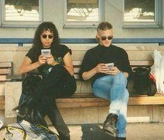 Kirk Hammett & Jason Newsted of Metallica playing Gameboys. Sometime in the early Jason Newsted, Kirk Metallica, Vikings, Bass Guitar Lessons, Ride The Lightning, Kirk Hammett, James Hetfield, Thrash Metal, Great Bands