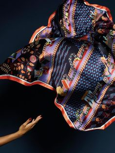Take a look at this 100% silk scarf by Vlisco. Ankara // wax // african print // African dresses // african style // pagne