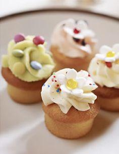 Het basisrecept cupcakes maken | Cupcakerecepten.nl Wil je graag zelf de lekkerste en mooiste cupcakes maken? Met het basisrecept van Cupcakerecepten.nl maak je in een handomdraai de heerlijkste en mooiste cupcakes zelf. Volg het recept stap voor stap, dan gaat het je zeker lukken! - See more at: http://www.cupcakerecepten.nl/cupcakes-maken#sthash.db6OHfir.dpuf