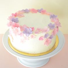 A really pretty and simple design, on this pic the cake is covered with a cream-cheese frosting not fondant as the others. Colours can be changed. Cost (without fondant) would be EUR 85.