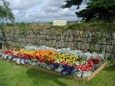 borders for small flower gardens | Flower Bed Designs for Vibrant Looking Gardens