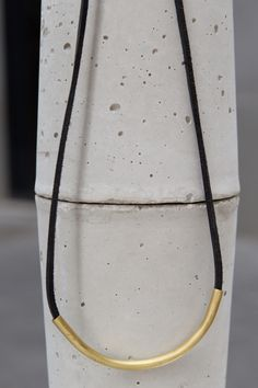 Sonia Despujol. Contemporary Jewelry. Leather and brass necklace