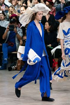 Issey Miyake Primavera Verano 2020 Pret-A-Porter - Pasarela Fashion Week Paris, Fashion 2020, Modern Fashion, Runway Fashion, Spring Fashion, High Fashion, Fashion Show, Fashion Design, Fashion Trends
