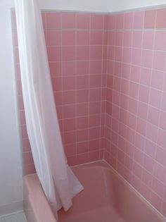 Pink tub, white curtain (need ideas for decorating retro pink bathroom! Pink Tub, Pink Baths, Black Tub, Pink Black, Tout Rose, Retro, Pink Tiles, Best Bath, Everything Pink