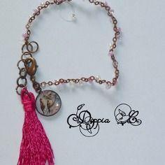 Bracelet à pampille et pompon tons rose