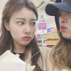 최예나 how dare you eat my waffle! Funny Kpop Memes, Japanese Girl Group, Fandom, Kawaii Girl, Female Singers, All About Eyes, The Wiz, Ulzzang Girl, Kpop Girls