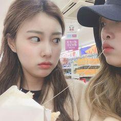 최예나 how dare you eat my waffle! Kpop Girl Groups, Kpop Girls, Kpop Fanart, Kawaii Girl, All About Eyes, Girl Face, The Wiz, Ulzzang Girl, Japanese Girl