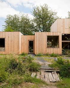 m-architecture created the project façades' which is situated in Thuin, Belgium. The architects developed a light, wood construction for the whole house using regional. Module Architecture, Contemporary Architecture, Architecture Design, Bungalows, Rustic Wood Background, Wood Facade, Prefab Homes, Wood Construction, House In The Woods