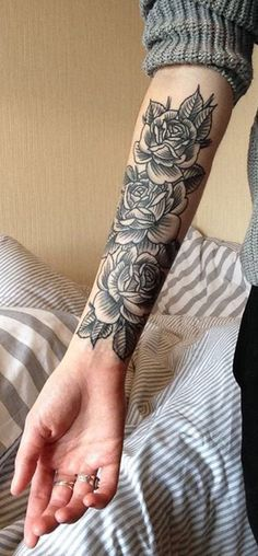 Tattoos For Women Half Sleeve Meaningful Roses Beautiful Black Rose Forearm Tattoo Ideas For Women Vintage Traditional – Vanessa Tattoo Oma, Tattoo Henna, Pi Tattoo, Trendy Tattoos, Black Tattoos, Tattoos For Guys, Tattoos Pics, Feminine Tattoos, Rosen Tattoo Frau