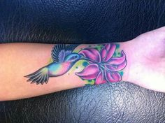 Name Tattoos For Moms, Mom Tattoos, Couple Tattoos, Body Art Tattoos, Hand Tattoos, Hummingbird Flower Tattoos, Hibiscus Tattoo, Memorial Tattoos Mom, Remembrance Tattoos