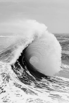 I can hear the water crashing and feel the sea spray <3 Water Waves, Sea Waves, White Aesthetic, Photo Mer, Black And White Photography, Rivage, Surfs Up, Ocean Life, Ocean Beach