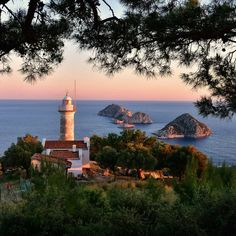 The enchanting photo of one of the highest lighthouses gracing Turkey's coastline looks ever so stunning at the setting of the sun at Gelidonya in Kumluca!